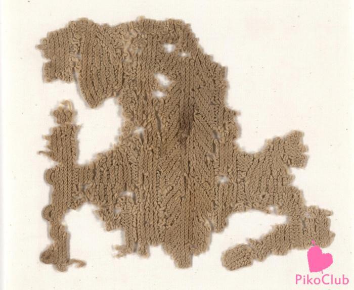 Фрагмент однотонного вязаного полотна с довольно непростым вязаным узором (3 век н.э.).